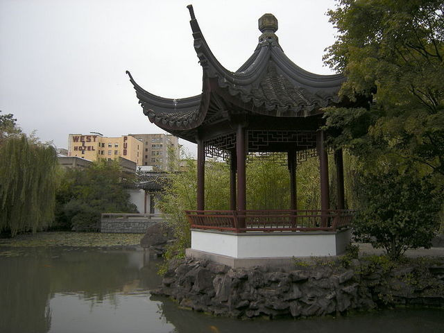 <p>The garden was built according to Feng Shui and Taoist principles to ensure harmony and balance between contrasts.</p>