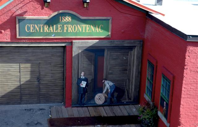 <p>Murale 100 ans au service des gens<br />240 pieds carr&eacute;s<br />R&eacute;alisation : MURIRS, 2008</p><p>Le 1er mai 1908, la Ville de Sherbrooke devient propri&eacute;taire de la centrale Frontenac et de tous les actifs de la Sherbrooke Power Light &amp; Heat Co., unique fournisseur d&#39;&eacute;nergie de l&#39;&eacute;poque.&nbsp;Cette murale comm&eacute;more le centenaire de la municipalisation de l&#39;&eacute;lectricit&eacute; &agrave; Sherbrooke.<br /><br />&Agrave; l&#39;&eacute;poque, la Ville cr&eacute;e, du m&ecirc;me coup, le D&eacute;partement du gaz et de l&#39;&eacute;lectricit&eacute; de la Cit&eacute; de Sherbrooke. En 1963, ce service adopte le nom d&#39;Hydro-Sherbrooke.&nbsp;Pr&egrave;s de six ans d&#39;efforts et quatre r&eacute;f&eacute;rendums sont n&eacute;cessaires pour concr&eacute;tiser ce projet.<br /><br />C&#39;est gr&acirc;ce notamment aux conseillers Daniel McManamy et Donat Denault que ce projet voit le jour. Les deux alli&eacute;s n&#39;h&eacute;sitent pas &agrave; utiliser tous les stratag&egrave;mes &agrave; leur disposition pour convaincre la population du bien-fond&eacute; de leur id&eacute;e.<br /><br />Cent ans plus tard, Hydro-Sherbrooke est l&#39;un des fleurons de la ville.</p><p>&nbsp;</p>
