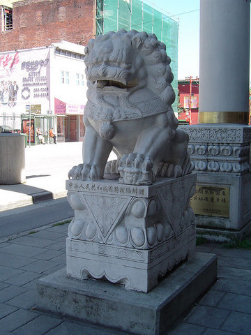 <p>Two rock-sculpted lions, one male and one female, guard the gate. They were created by Joy Y. Wai Architect inc.</p>