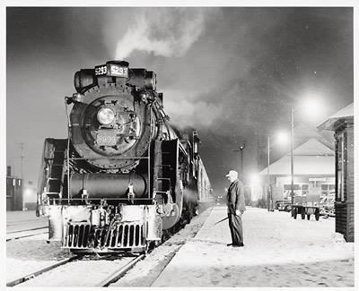 Locomotive &agrave; proximit&eacute; de la Gare du Canadien National, vers le milieu du si&egrave;cle dernier.&nbsp;<br /><br />Source: Lyne Raiche