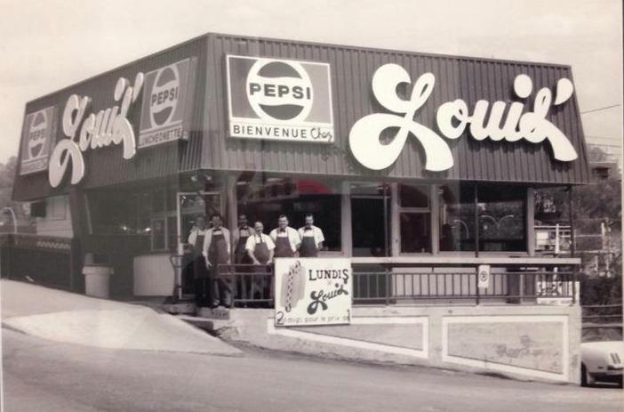 <p>Le restaurant Chez Louis&#39;, une institution &agrave; Sherbrooke, jadis situ&eacute; en bordure du pont Aylmer et de la rivi&egrave;re Saint-Fran&ccedil;ois.<br /><br />Source photo: Souvenirs de Sherbrooke et environs (Lyne Raiche)</p>
