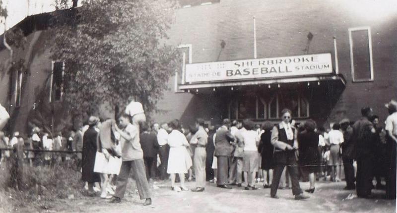 <p>Ancien stade de baseball de Sherbrooke... qui a &eacute;t&eacute; d&eacute;truit lors d&#39;un incendie, durant un championnat.<br /><br />Source photo: Souvenirs de Sherbrooke et environs (Lyne Raiche)</p>