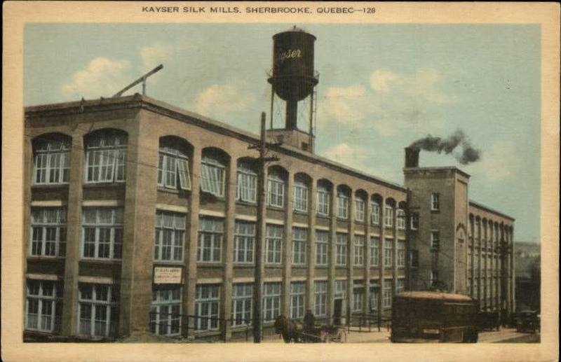 <p>L&#39;ex Kayser &amp; Co. inaugur&eacute;e en 1918, une&nbsp;entreprise compos&eacute;e de deux usines; une sur la rue Factory devenue la rue Frontenac (on y fabrique alors des gants de soie) et une autre sur la rue Minto (fabrique des sous-v&ecirc;tements).<br /><br />L&#39;usine de la rue Frontenac est la premi&egrave;re usine &agrave; produire des bas de soie au Canada. L&rsquo;entreprise prosp&egrave;re rapidement et on y ajoute une aile de quatre &eacute;tages, laquelle est rattach&eacute;e au b&acirc;timent existant. Les produits de cette manufacture se vendent au Canada, en Australie, en Nouvelle-Z&eacute;lande et en Grande-Bretagne.<br /><br />La structure d&#39;antan de l&#39;&eacute;difice de la rue Frontenac existe toujours. Elle a &eacute;t&eacute; r&eacute;cup&eacute;r&eacute;e. On y trouve entre autres de nos jours un mus&eacute;e ainsi que les locaux de Biblioth&egrave;que et archives nationales du Qu&eacute;bec (BanQ).<br /><br /><a href='https://www.facebook.com/photo.php?fbid=10203645771408753&amp;set=o.652803671422486&amp;type=1&amp;theater'>Voir les commentaires / Commenter sur Facebook</a><br />(pour les membres du groupe Souvenirs de Sherbrooke et environs)<br /><br />Source photo: Jordanne Dumont</p>