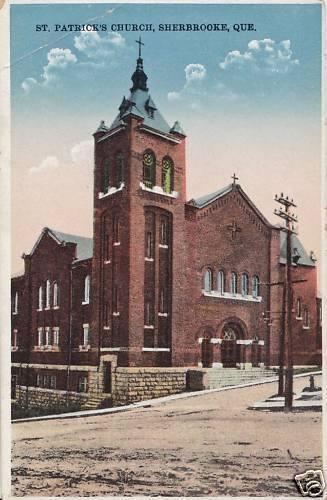 <p>L&#39;&eacute;glise St. Patrick&#39;s Church en 1925. Cet &eacute;difice est associ&eacute; &agrave; la communaut&eacute; irlandaise qui est venue s&rsquo;&eacute;tablir dans la r&eacute;gion de Sherbrooke au milieu du XIXe si&egrave;cle. Une autre &eacute;glise &eacute;tait situ&eacute;e au m&ecirc;me endroit auparavant, laquelle a &eacute;t&eacute; ras&eacute;e par les flammes en 1912.<br /><br />Carte postale</p>