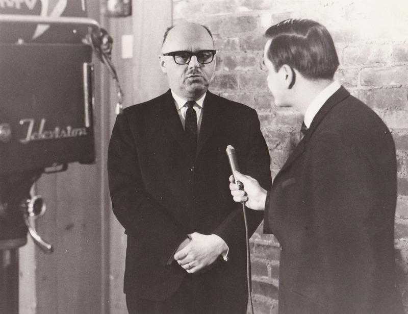 <p>CHLT-TV T&eacute;l&eacute; 7 a &eacute;t&eacute; fond&eacute; par La Tribune. On peut voir Jean Drapeau, maire de Montr&eacute;al, dans les anciens studios de T&eacute;l&eacute; 7, rue Dufferin.<br /><br />Source photo: Fernand Bissonnette (T&eacute;l&eacute; 7)</p>