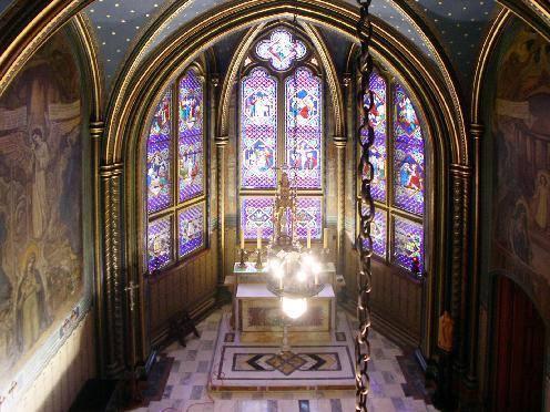 <p>L&#39;archev&ecirc;ch&eacute; de Sherbrooke abrite un bijou de petite chapelle, laquelle contient de magnifiques oeuvres du peintre Ozias Leduc, de m&ecirc;me que de superbes vitraux.<br /><br />Source: Souvenirs de Sherbrooke et environs (Bernard Malenfant)</p>
