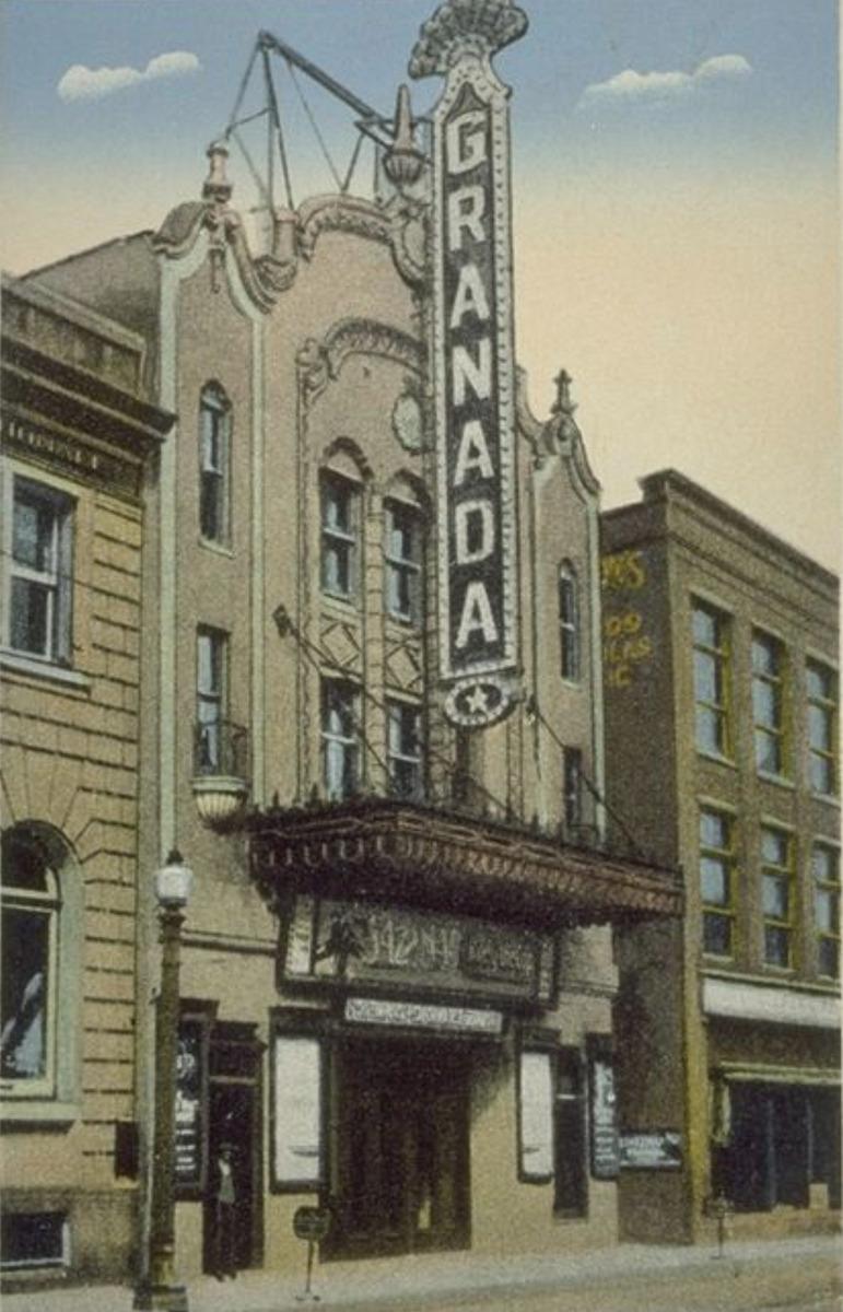 <p>Le Granada &agrave; l&#39;&eacute;poque o&ugrave; on y pr&eacute;sentait des films...<br /><br />Carte postale</p>
