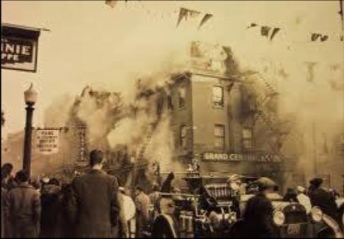 <p>L&#39;incendie majeur de 1937 marque la fin de l&#39;&eacute;poque du Grand Central &agrave; Sherbrooke.</p>