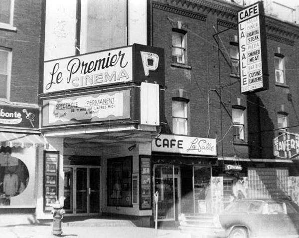 <p>Le cin&eacute;ma Le Premier a &eacute;t&eacute; ouvert en 1910 sur la rue King Ouest, face au bout de la rue D&eacute;p&ocirc;t. Comme son nom l&#39;indique, il s&#39;agit du premier v&eacute;ritable cin&eacute;ma de Sherbrooke. Cette photo date de 1970. Le cin&eacute;ma Le Premier deviendra La Maison du Cin&eacute;ma en 1985.&nbsp;<br /><br />Source photo: Rodrigue Guilbault</p>