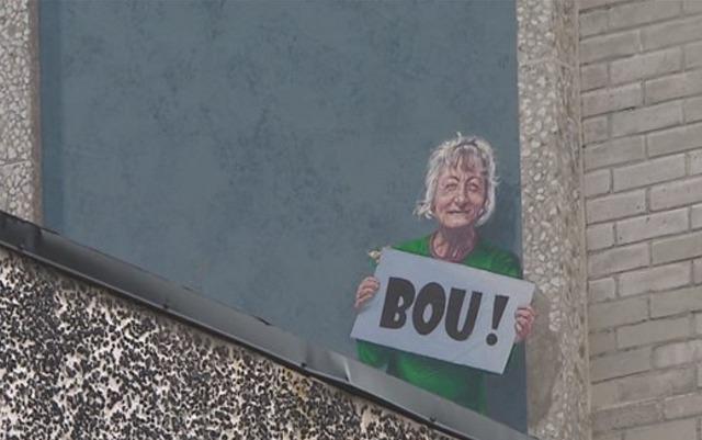 <p>Dans le coin inf&eacute;rieur droit, les artistes ont fait une place &agrave; une figure mythique du centre-ville, une dame d&eacute;c&eacute;d&eacute;e en f&eacute;vrier 2016.<br /><br />Connue sous le nom de &laquo;Madame Bou&raquo;, Francine Lafond&nbsp;avait l&#39;habitude de dire &laquo;bou?!&raquo; aux gens qui fr&eacute;quentaient le centro.&nbsp;</p>