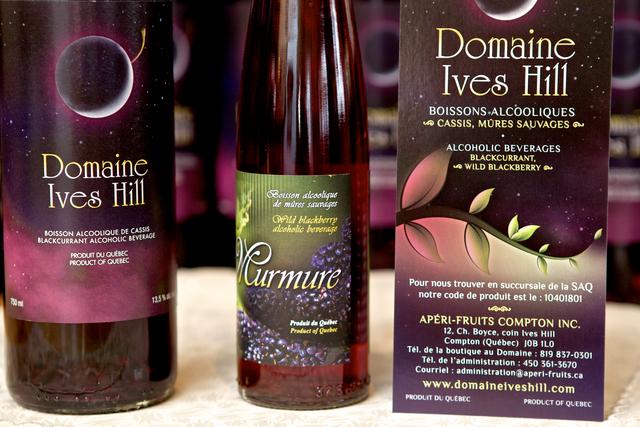 <p>12 Chemin Boyce,<br />Compton (Qu&eacute;bec)<br />J0B 1L0<br />819 837-0301<br /><a href='http://produitsdelaferme.com/fr/entreprises_produits/domaine_ives_hill.php'>Fiche du producteur</a></p>
