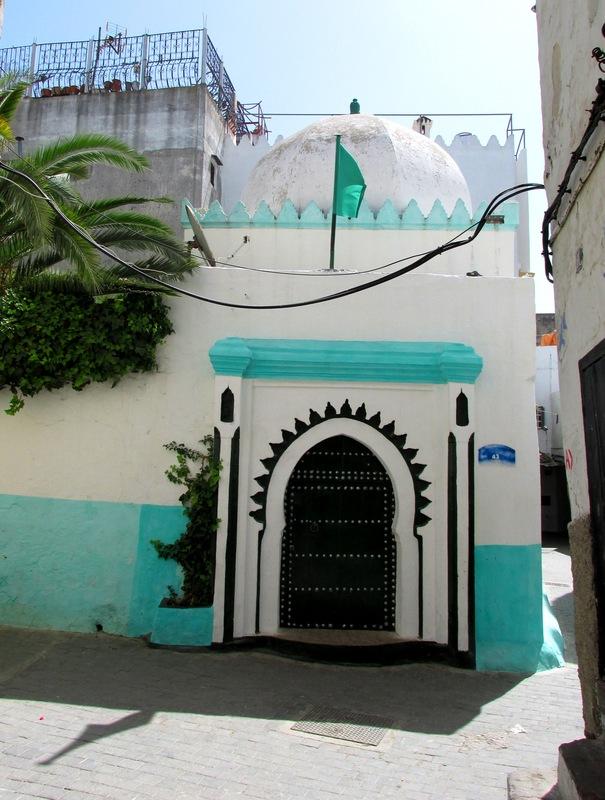 <p>Si vous n&rsquo;avez jamais eu l&rsquo;occasion d&rsquo;admirer un tableau grandeur nature, ne manquez pas de le faire &agrave; Tanger, la ville des r&ecirc;ves.<br /><br />De nombreux peintres y ont trouv&eacute; leur inspiration. Parmi eux : Henri Matisse, qui y a s&eacute;journ&eacute; &agrave; deux reprises entre 1912 et 1913. La Kasbah a &eacute;t&eacute; la toile de fond de plusieurs des tableaux de Matisse.</p>
