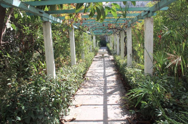 <p>Pour finir votre visite, vous&nbsp; pourrez admirer le jardin andalou de ce magnifique palais qui fut habit&eacute; par diff&eacute;rents sultans jusqu&rsquo;&agrave; 1912.</p>