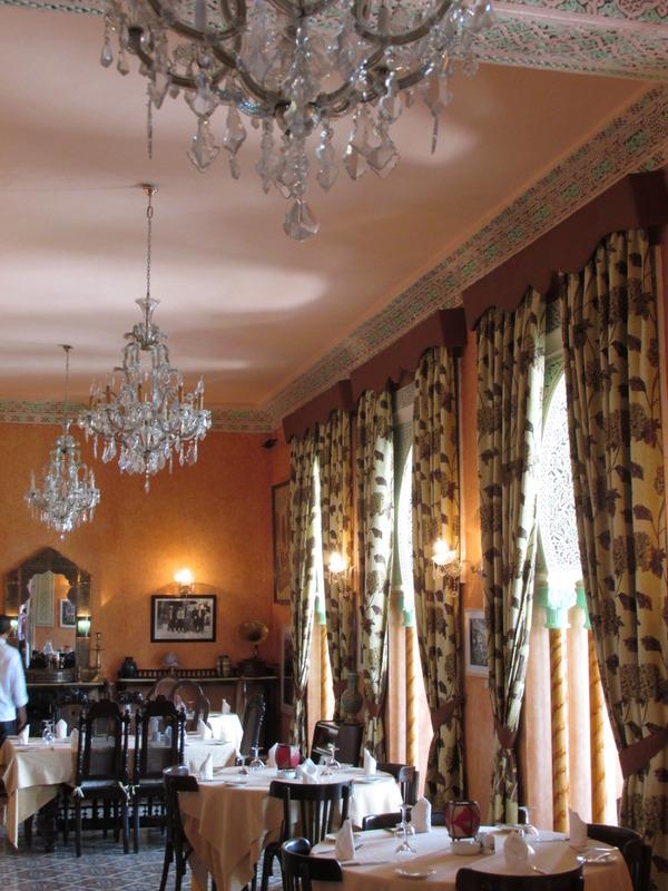 <p>La salle o&ugrave; est servi le petit d&eacute;jeuner, au premier &eacute;tage, en t&eacute;moigne.&nbsp;</p>