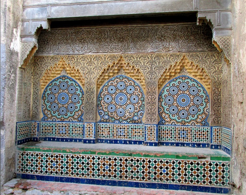 <p>On the right you can contemplate a beautiful example of Moroccan mosaic, near an old fountain.</p>