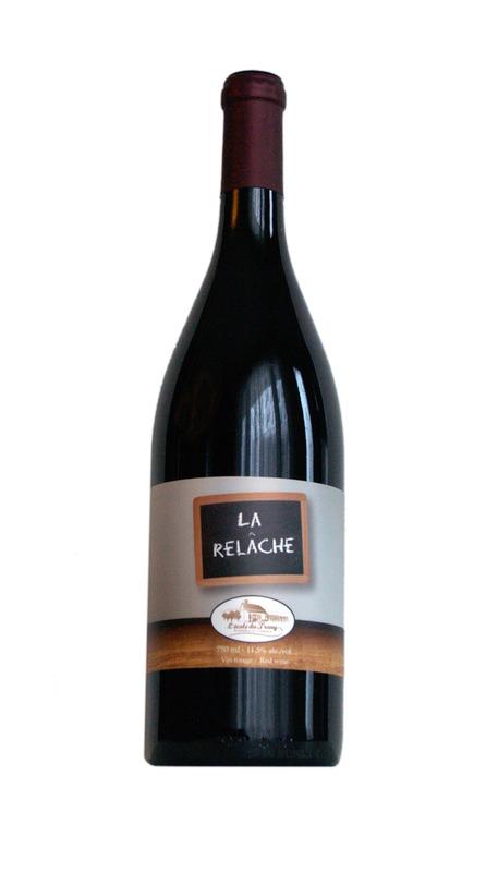 <p>La Rel&acirc;che<br /><br />Ce vin rouge est soigneusement &eacute;labor&eacute; &agrave; partir de raisins Sainte-Croix et de Frontenac rouge. C&rsquo;est un vin doux et fruit&eacute;. Un subtil &eacute;quilibre de fruits frais avec des ar&ocirc;mes de framboises et de groseilles.</p>