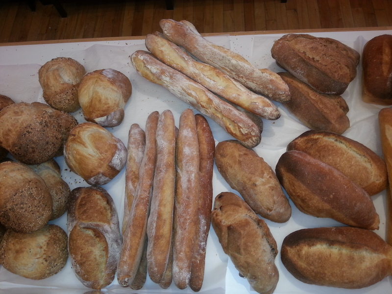 <p>Les fantaisies de chaud pain offre une grande vari&eacute;t&eacute; de produits.</p>