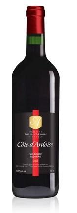 <p>C&ocirc;te d&#39;Ardoise<br />Vin issu des plus vieilles vignes exploit&eacute;es commercialement au Qu&eacute;bec. Ces vignes de 25 ans ne produisent plus qu&#39;une petite dizaine de grappes par plant ce qui apporte en terme de qualit&eacute; une richesse aromatique difficilement comparable avec des vignes plus jeunes.<br /><br />C&eacute;pages Gamay noir, Mar&eacute;chal Foch, Lucy Kuhlmann<br />&nbsp;</p>