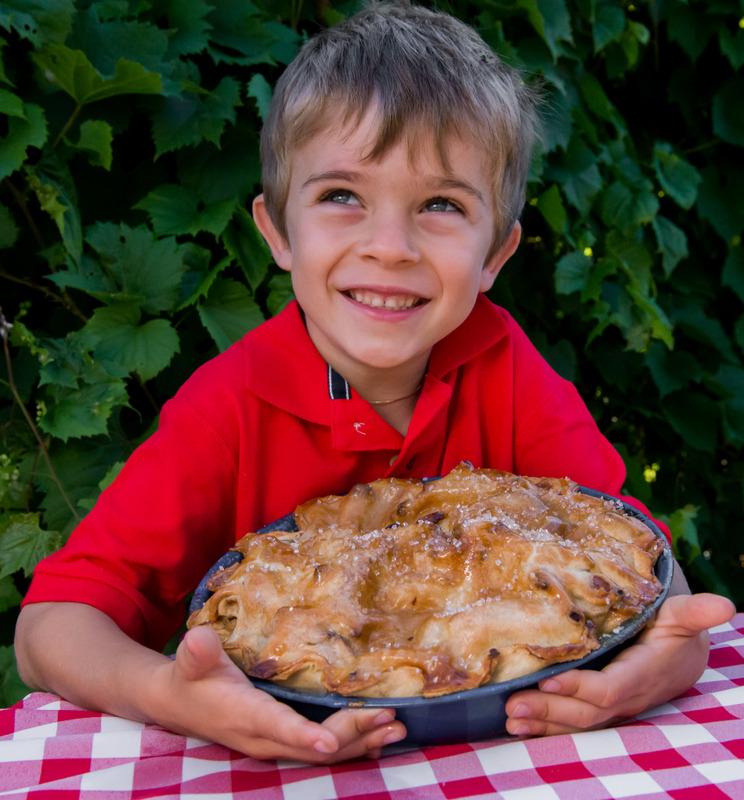 <p>Pr&ecirc;ts &agrave; savourer une des d&eacute;licieuses tartes du verger?</p>