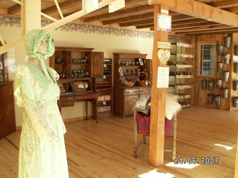 <p>Rose des champs<br />555, Chemin du Ruisseau<br />Ste-Catherine-de-Hatley, QC<br />J0B 1W0<br />819 437-8486<br /><a href='http://www.rosedeschamps.com'>www.rosedeschamps.com</a></p>
