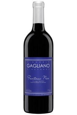 <p>Vignoble Gagliano, Frontenac Noir<br /><br />Une robe rouge soutenue aux reflets violets et orang&eacute;s. Belle intensit&eacute;&nbsp; Sous- bois,&nbsp; fruits rouges et noirs, truffes et oranges. Bouche souple et chaleureuse. Tannins d&rsquo;une belle finesse. R&eacute;glisse. Belle Longueur.<br /><br />C&eacute;page : 100% Frontenac Noir</p>