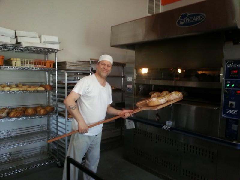 <p>Le boulanger &agrave; l&#39;oeuvre!</p>