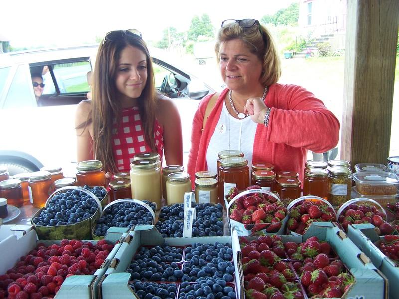 <p>Nous confectionnons aussi des jus de fruits, tartes et confitures</p>