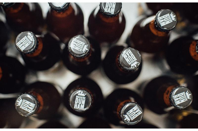 Une gamme de bières artisanales.