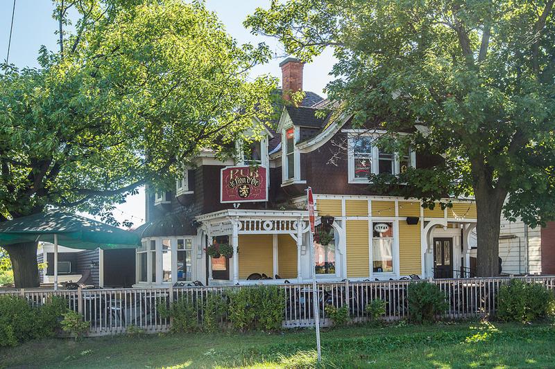2902, rue College<br />Sherbrooke (Qu&eacute;bec)<br />J1M 1Z6<br />819 562-4589<br /><a href='http://www.lionlennoxville.com/'>http://www.lionlennoxville.com/</a>