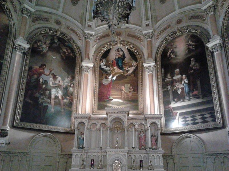 <p>L&rsquo;&eacute;glise Saint-Henri de Mascouche abrite en son ch&oelig;ur trois toiles religieuses peintes par Georges Delfosse (1869-1939), peintre mascouchois reconnu nationalement pour ses &oelig;uvres repr&eacute;sentant des sc&egrave;nes historiques, des portraits de membres du clerg&eacute; et de notables du XIXe si&egrave;cle.<br /><br />Collection: SODAM</p>