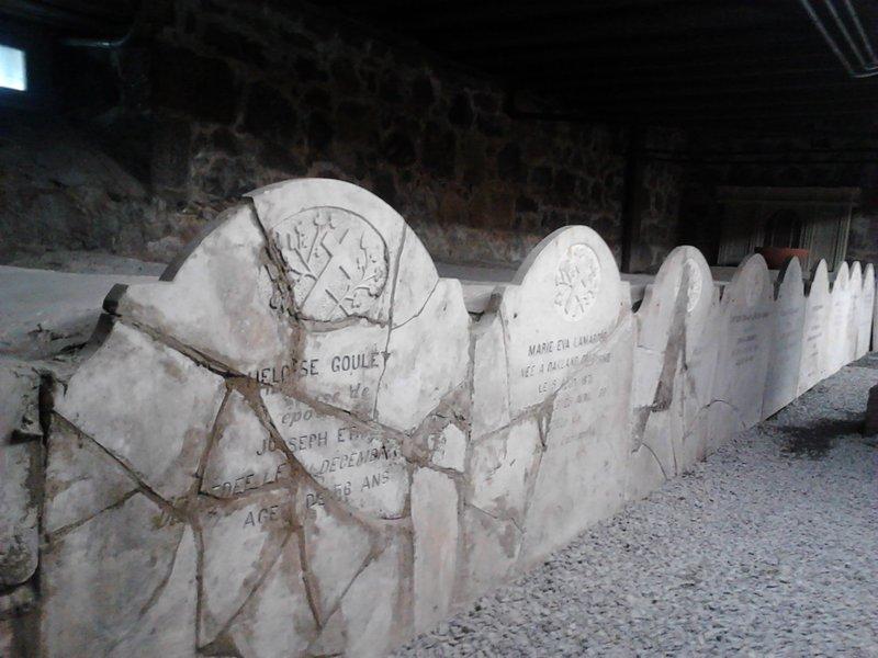 <p>La crypte au sous-sol de l&rsquo;&eacute;glise contient un cinquantaine de tombeaux de l&rsquo;&eacute;lite Mascouchoise de la fin du 19e et du d&eacute;but du 20e si&egrave;cle.<br /><br />Collection: SODAM</p>