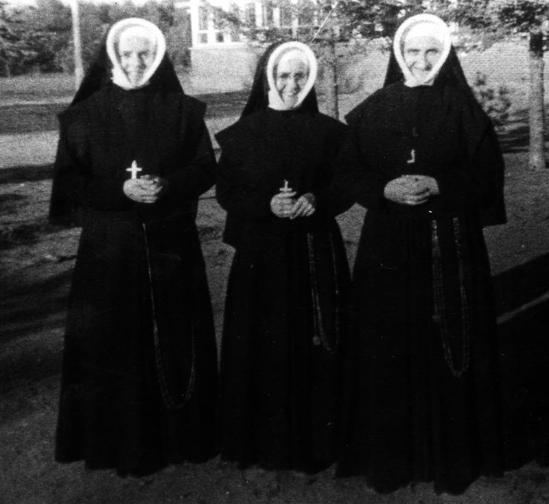 <p>&Agrave; l&rsquo;automne 1886, la Communaut&eacute; des soeurs de la Providence ach&egrave;te une partie de la pierre de la vieille &eacute;glise d&eacute;molie pour faire place &agrave; la nouvelle &eacute;glise paroissiale de Saint-Henri de Mascouche.<br /><br />Collection:&nbsp;Comit&eacute; du 250e anniversaire de Mascouche</p>