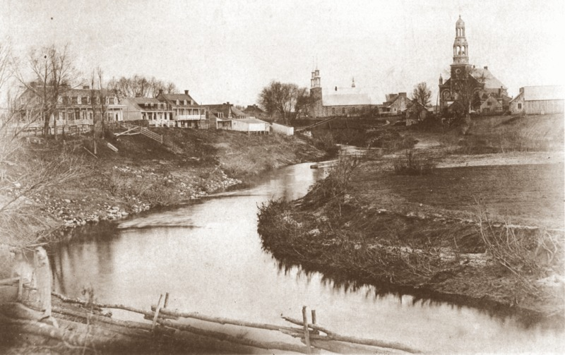 <p>Le centre du village de Saint-Henri de Mascouche aux abords de la rivi&egrave;re Mascouche vers 1885.<br /><br />Collection: Ville de Montr&eacute;al/Fonds Edgar Gari&eacute;py</p>