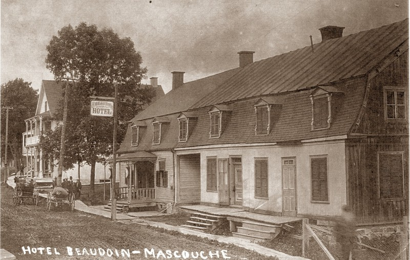 <p>L&#39;ancien h&ocirc;tel Beaudoin, situ&eacute; au 1083 chemin Saint-Henri, pr&egrave;s du pont LeGardeur.<br /><br />Collection: Ville de Mascouche/Huguette L&eacute;vesque-Lamoureux</p>