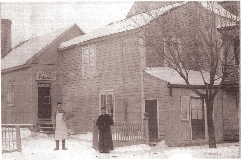 <p>La boulangerie de Flavien Lamoureux, en 1900. &nbsp;Aujourd&#39;hui une r&eacute;sidence pour personnes &acirc;g&eacute;es.</p>