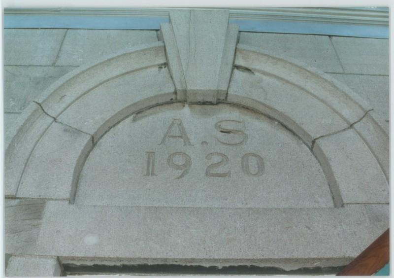 <p>Datant de 1920, la maison Soucy tient son nom du premier propri&eacute;taire de cette superbe demeure cossue de 11 appartements, M. Alphonse Soucy - d&rsquo;o&ugrave; les initiales sur la fa&ccedil;ade&nbsp; A.S.&nbsp;<br /><br />Collection: Ville de Mascouche/Huguette L&eacute;vesque-Lamoureux</p>