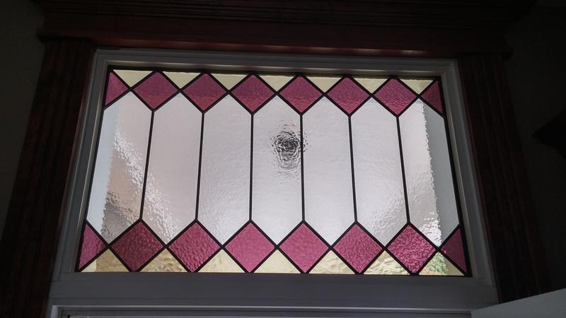 <p>De magnifiques vitraux d&#39;origine ornent le hauts des fen&ecirc;tres de la maison Dupras.<br /><br />Photo: Collection SODAM</p>