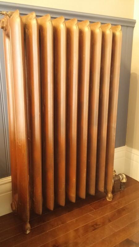 <p>La maison Dupras est encore aujourd&#39;hui &eacute;quip&eacute;e de son syst&egrave;me de chauffage d&#39;origine constitu&eacute; de radiateurs en fonte fonctionnant &agrave; l&#39;eau chaude.<br /><br />Photo: Collection SODAM</p>