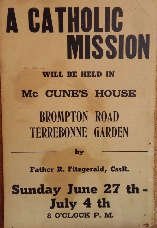 <p>Cette affiche, encore pr&eacute;sente &agrave; l&#39;&eacute;glise Notre-Dame-du-Tr&egrave;s-Saint-Rosaire, date du d&eacute;but de la paroisse alors qu&#39;un r&eacute;demptoriste d&#39;Ottawa, le p&egrave;re Raymond Fitzgerald, c&eacute;l&egrave;bre la premi&egrave;re messe dans la maison de la famille McCune sur la rue Brompton.&nbsp; Mascouche-Heights, que les r&eacute;sidents d&eacute;signent &agrave; l&#39;&eacute;poque comme &#39;&#39;Terrebonne Gardens&#39;&#39; se distingue de l&#39;ensemble du territoire de Mascouche.&nbsp; &Agrave; l&#39;origine, les familles Th&eacute;berge et McCune d&eacute;ploient beaucoup d&#39;efforts pour obtenir les services religieux en langue anglaise dans ce secteur. Messieurs Th&eacute;berge et McCune, &agrave; la fois voisins et beaux-fr&egrave;res, mettent leurs maisons au service de la paroisse; les Th&eacute;berge re&ccedil;oivent le pr&ecirc;tre et les McCune accueillent le c&eacute;l&eacute;brant pour la messe.<br /><br />Photo: Collection Soci&eacute;t&eacute; d&#39;histoire de Mascouche / SODAM<br />Source: disponible sur demande au info@sodam.qc.ca</p>