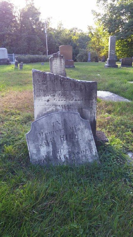 <p>Comme vous pouvez le remarquer, plusieurs monuments de ce cimeti&egrave;re sont ab&icirc;m&eacute;s, voir bris&eacute;s.&nbsp; C&#39;est que le terrain a &eacute;t&eacute; le th&eacute;&acirc;tre de vandalisme en octobre 1972 et plus de 70 st&egrave;les et pierres tombales ont &eacute;t&eacute; renvers&eacute;es.&nbsp; &Agrave; l&#39;&eacute;poque, le journal L&#39;Artisan qualifie l&#39;acte de &#39;&#39;sauvage orgie de vandalisme&#39;&#39;.<br /><br />Photo: Collection Soci&eacute;t&eacute; d&#39;histoire de Mascouche / SODAM<br />Source: disponible sur demande au info@sodam.qc.ca</p>