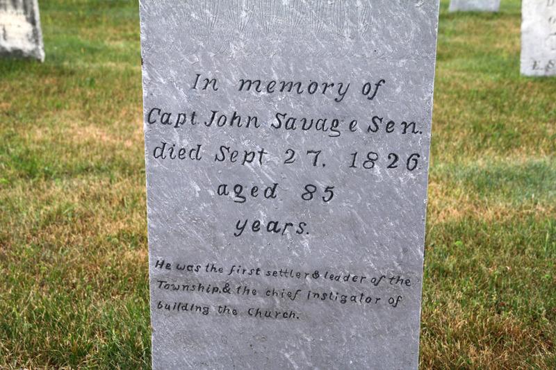<p>John Savage &eacute;tait un loyaliste vivant aux &Eacute;tats-Unis avant la guerre d&#39;ind&eacute;pendance. apr&egrave;s la d&eacute;faite de son camp, ce commer&ccedil;ant est forc&eacute; de fuir et il choisit de s&#39;installer dans la colonie britannique du Bas-Canada.<br /><br />D&egrave;s 1791, il d&eacute;pose une demande afin d&#39;obtenir le canton de Shefford, o&ugrave; il s&#39;installe en juin 1793. Il se fait finalement octroyer le territoire en 1801, devenant ainsi le chef du canton. il est alors charg&eacute; de s&#39;assurer de l&#39;&eacute;tablissement de moulins, d&#39;&eacute;tablir des colons, de tracer des routes et de veiller au d&eacute;veloppement du canton.&nbsp;</p>