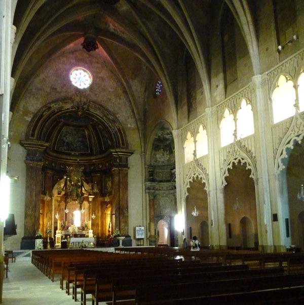 <p>L&rsquo;&eacute;glise de Santa Maria a &eacute;t&eacute; construite en l&rsquo;an 1288 par Alfonso III de Arag&oacute;n, venu sur Minorque pour la lib&eacute;rer de la domination musulmane &agrave; laquelle elle &eacute;tait soumise depuis 400 ans. La construction de l&rsquo;&eacute;glise Santa Maria a permis de doter la ville du seul lieu de culte chr&eacute;tien de cette &eacute;poque.</p>