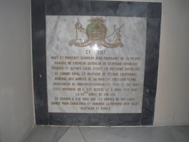 <p>Under the big organ, you can see a testimony to the French occupation of the island which took place from 1756 to 1763. It is a memorial plaque to commemorate the death of the general Jean Toussaint de la Pierre, governor of Minorca at the time.</p>