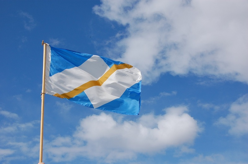 <p>The flag is blue, white and gold.<br />The blue represents La Francophonie and the bright Yukon sky.<br />The white symbolizes winter north of 60.<br />The gold line recalls the Gold Rush and symbolizes the history of Yukon Francophones and their cultural, economic and social contributions to the territory for almost 200 years.<br />The shapes recreate the sky, Yukon mountains and the vibrancy of the Franco-Yukoner community.<br /><br />Source: &ldquo;La francophonie&rdquo;, Study workbook created by AFY</p>