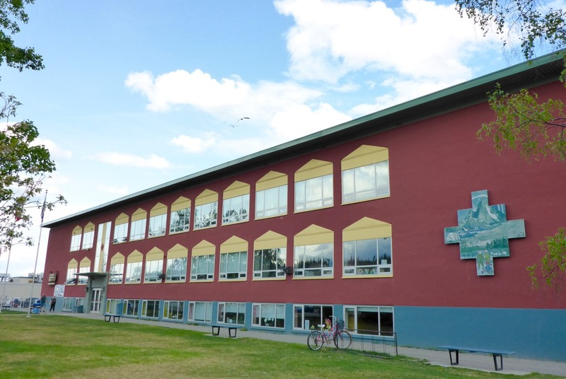 <p>The Whitehorse Elementary School you see before you has offered a French immersion program since 1981. It is also here that the Yukon&rsquo;s French First Language education program was offered from 1984 to 1990. It started with 34 students in two classes.<br /><br />Photo credit: St&eacute;phanie Chevalier</p>
