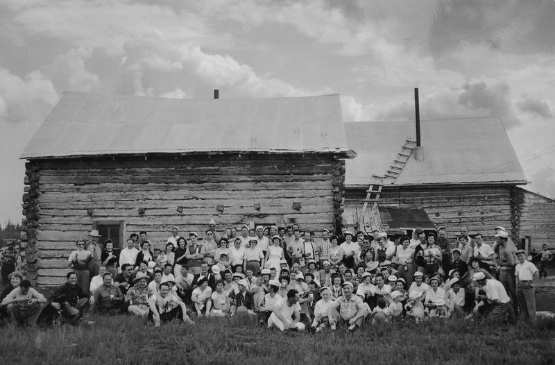 Robinson a longtemps &eacute;t&eacute; une destination populaire d&rsquo;excursions, comme &agrave; l&rsquo;occasion de ce pique-nique de l&rsquo;union des barmans en juin 1953.<br /><br />Photo : 1953 Bartender&rsquo;s Union picnic<br />Cr&eacute;dit photo : Yukon Archives, Rolf and Margaret Hougen Fonds 2009/81 # 486