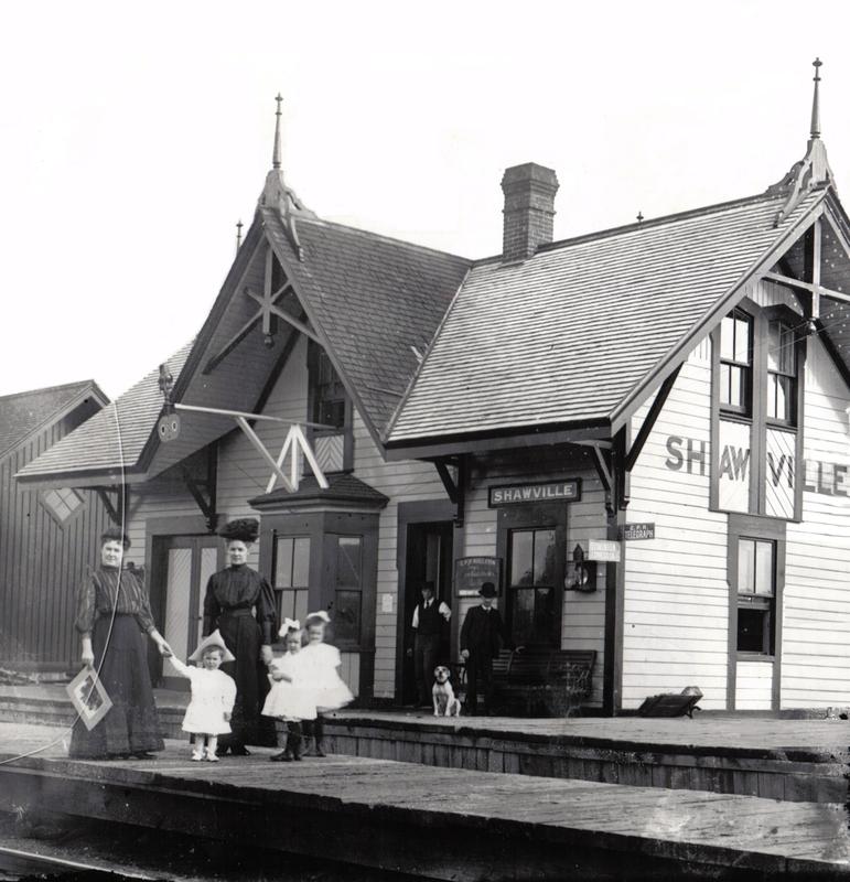 Le premier train est arrivé à Shawville en 1886. À cette occasion, un grand banquet public a été organisé pour célébrer son arrivée.