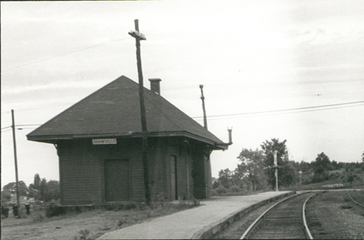 Après le passage du dernier train de passagers en 1959, la gare a été abandonnée et elle s'est détériorée peu à peu. Les bénévoles de la Société historique du Pontiac, en partenariat avec la Société agricole du Pontiac, se sont regroupés en 1972 et ont amassé des fonds en vue de la sauver.