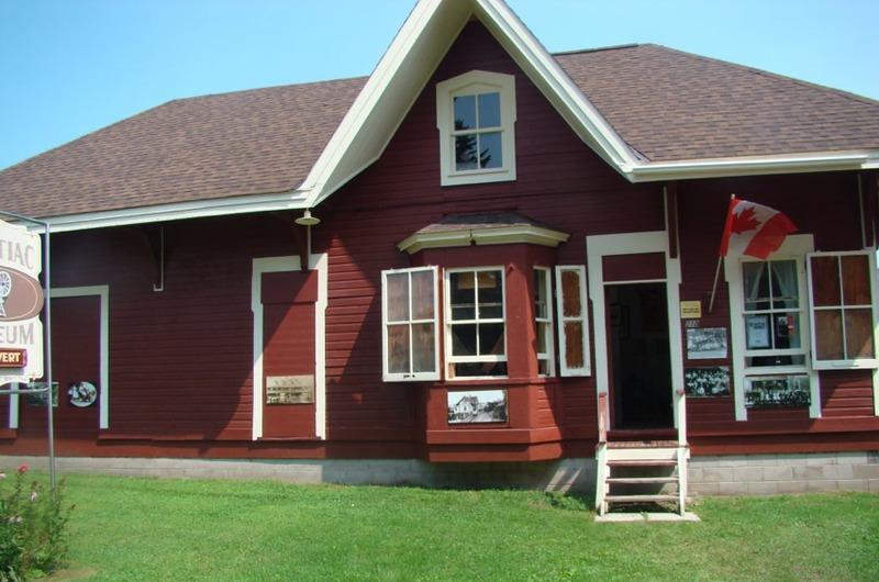 Voici ce qu'est devenue l'ancienne gare de Shawville après son déménagement. Elle abrite maintenant le musée du Pontiac.