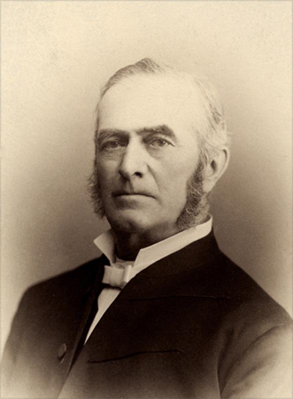 <p>Prax&egrave;de LaRue (1823-1902) est le premier m&eacute;decin &agrave; s&rsquo;installer &agrave; Saint-Augustin, o&ugrave; il pratique pendant 50 ans. En 1867, il est &eacute;lu d&eacute;put&eacute; conservateur &agrave; l&rsquo;Assembl&eacute;e l&eacute;gislative. Comme repr&eacute;sentant du comt&eacute; de Portneuf, il axe ses priorit&eacute;s politiques sur l&rsquo;agriculture, les chemins et l&rsquo;hygi&egrave;ne publique.<br /><br />Photo : &copy; SHSAD</p>